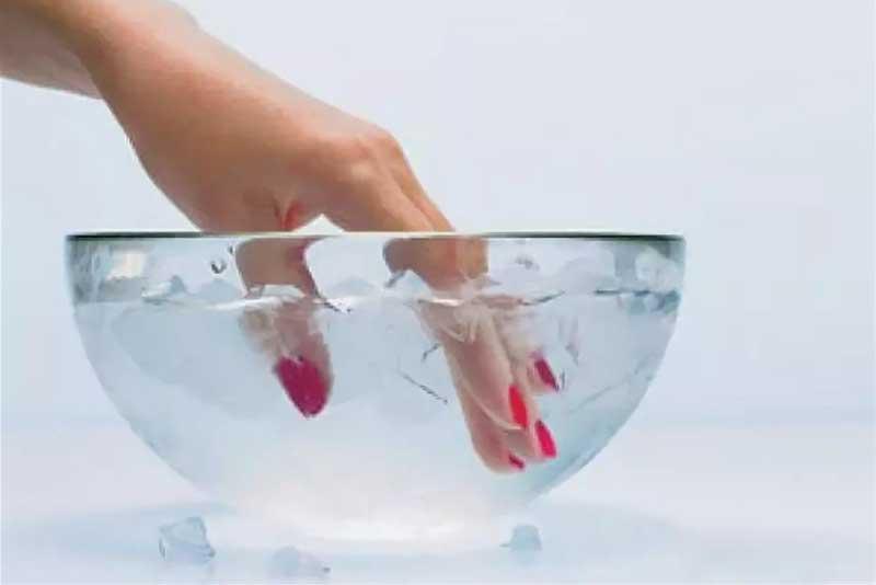 лакот побрзо се суши во ледена вода